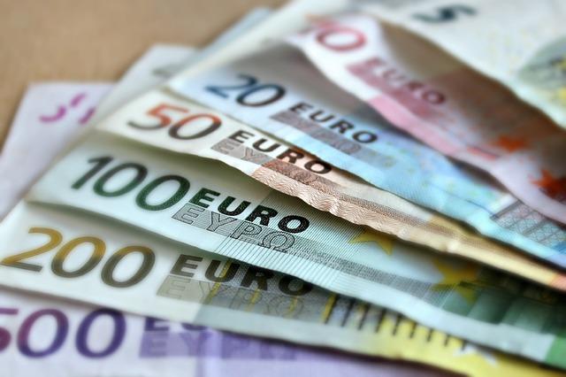 300 euron laina